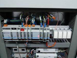Schede Digilux che pilotano tutte le schede in campo con attuatori ed alcune schede di attuazione (sotto) direttamente nel quadro