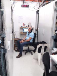 Un altro momento in cui Giuseppe Corasaniti il responsabile tecnico PA è in ascolto dell'audio per testare che tutto sia al giusto livello e verificare che tutto sia al top!