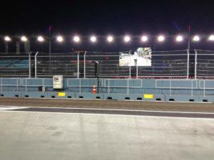 Foto fatta da MDF2 di fronte si possono vedere il megaschermo e i fari DZ di illuminazione della pista