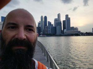 Selfie con sullo sfondo lo skyline della baia!