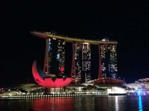 Foto dello spettacolo di luci ed acqua che viene fatto periodicamente nella baia!