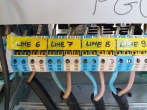 Linee di uscita degli amplificatori agli array di diffusori in pista!