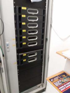 Parte in MDF2 dove sono presenti vari amplificatori del sistema di amplificazione per diffusione audio in pista! Questi amplicatori coprono una sezione di diffusori presenti vicino al Pit Building e alla zona Box e Paddock!