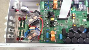 Scheda elettronica interna di un Inverter Fotovoltaico guasto